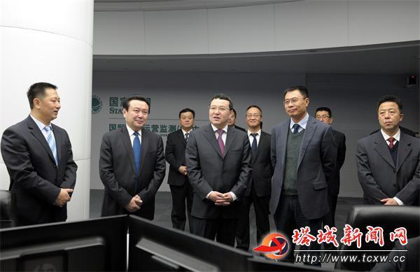 党组书记谭洪恩(左一)陪同下参观图片