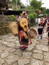 澜沧县酒井乡勐根村的拉祜族村寨老达保,寨子里80%的村民都会弹吉他。生产劳动与能歌善舞兼具的村民,编创出了《快乐拉祜》《实在舍不得》等脍炙人口的歌曲。