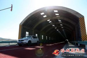 新疆首个公路防风雪试验工程基本完工